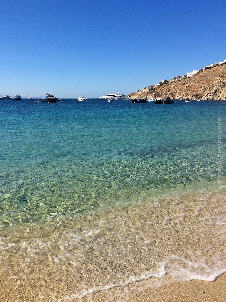 Psarou Beach em MYkonos, a praia mais exclusiva da ilha.
