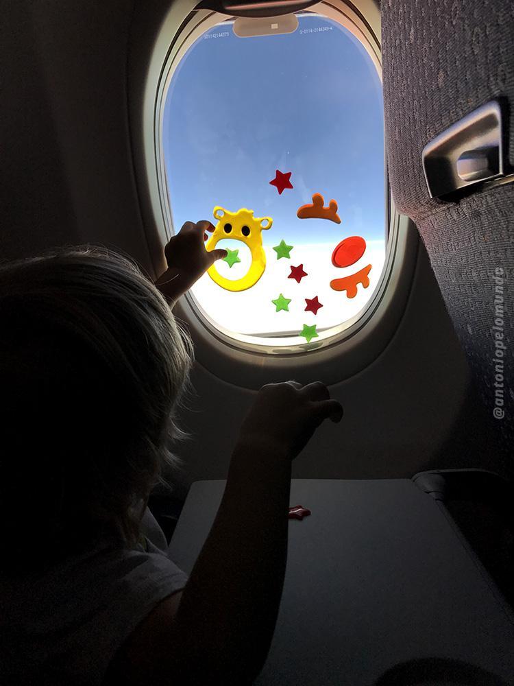Distração para crianças durante o voo