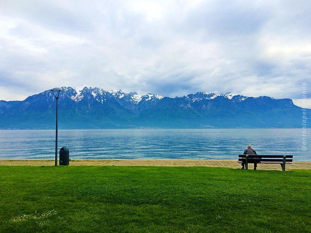 Paisagem de lago na Suiça