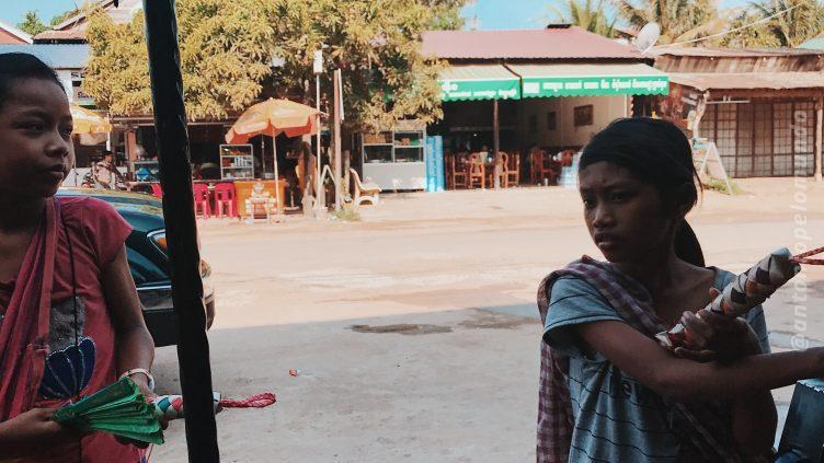 Exploração infantil no Camboja