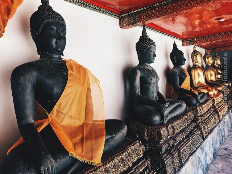 Coleção de imagens de Buda no Wat Pho em Bangkok