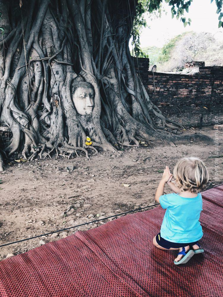 Wat Mahathat - Ayutthaya com crianças