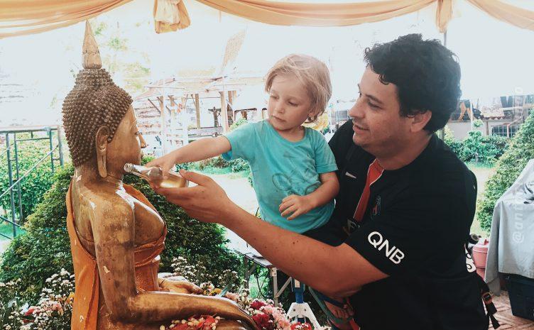 Banho no Buda - Ritual do Songkran