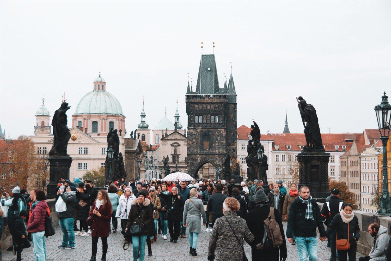 A ponte mais famosa de Praga, a Ponte Carlos.