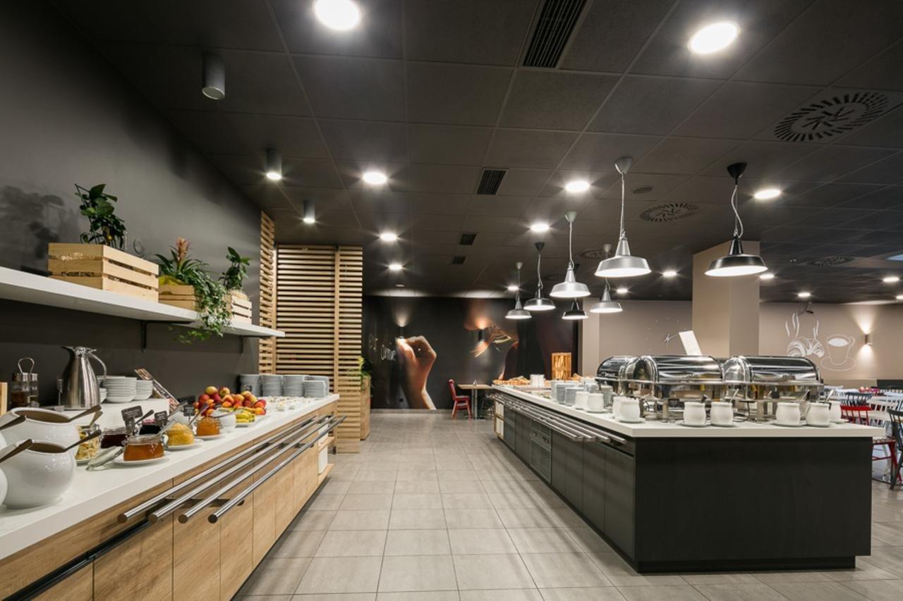 Café da manhã do Ibis Hotel em Praga