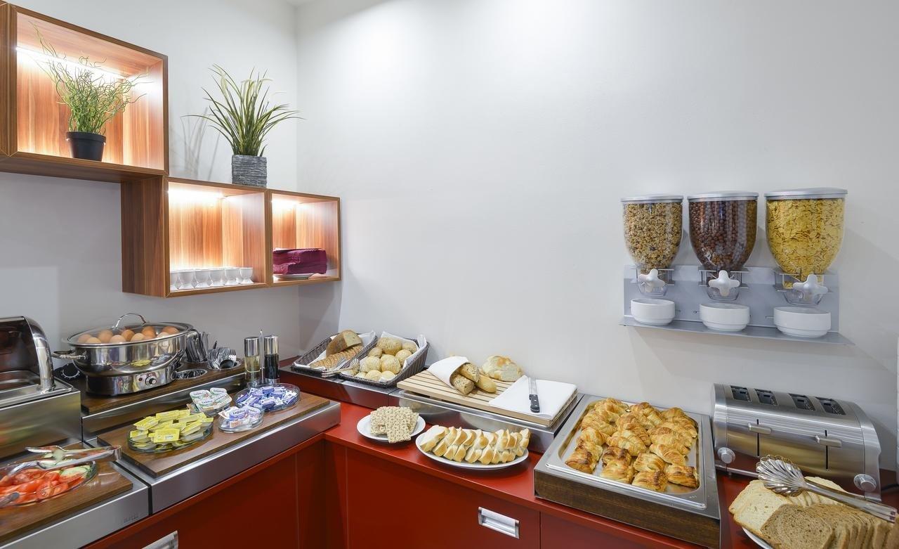 Café da manhã do hotel Garden Court em Praga